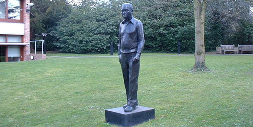 E' morto Sir Fred Hoyle