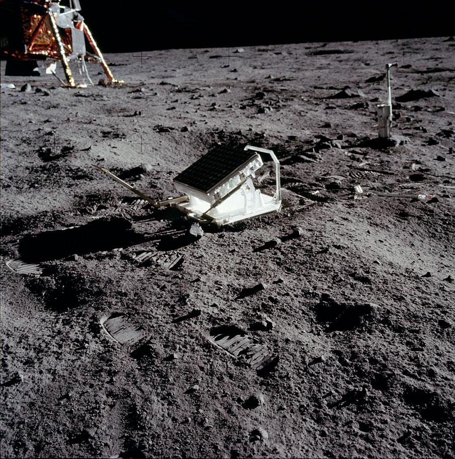 Specchi riflettenti lasciati sulla superficie lunare dagli astronauti dell'Apollo 11