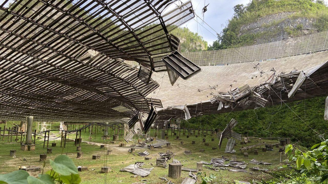 Il danno provocato ad agosto al radiotelescopio di Arecibo dalla rottura di un cavo di sostegno