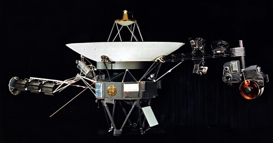 Una delle sonde Voyager e la posizione del disco d'oro sul suo telaio